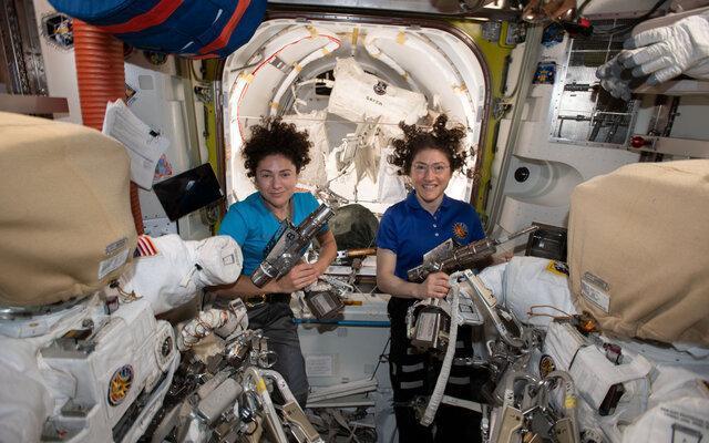 انجام نخستین پیاده روی کاملا زنانه در فضا