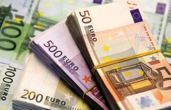 نرخ رسمی یورو و پوند پایین آمد
