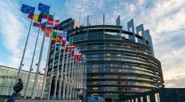 خبرنگاران وعده حمایت اقتصادی 5.3 میلیارد یورویی کنفرانس بروکسل برای سوریه